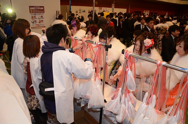 http://www.hakodate20.com/image/140113seijinsai_337.jpg